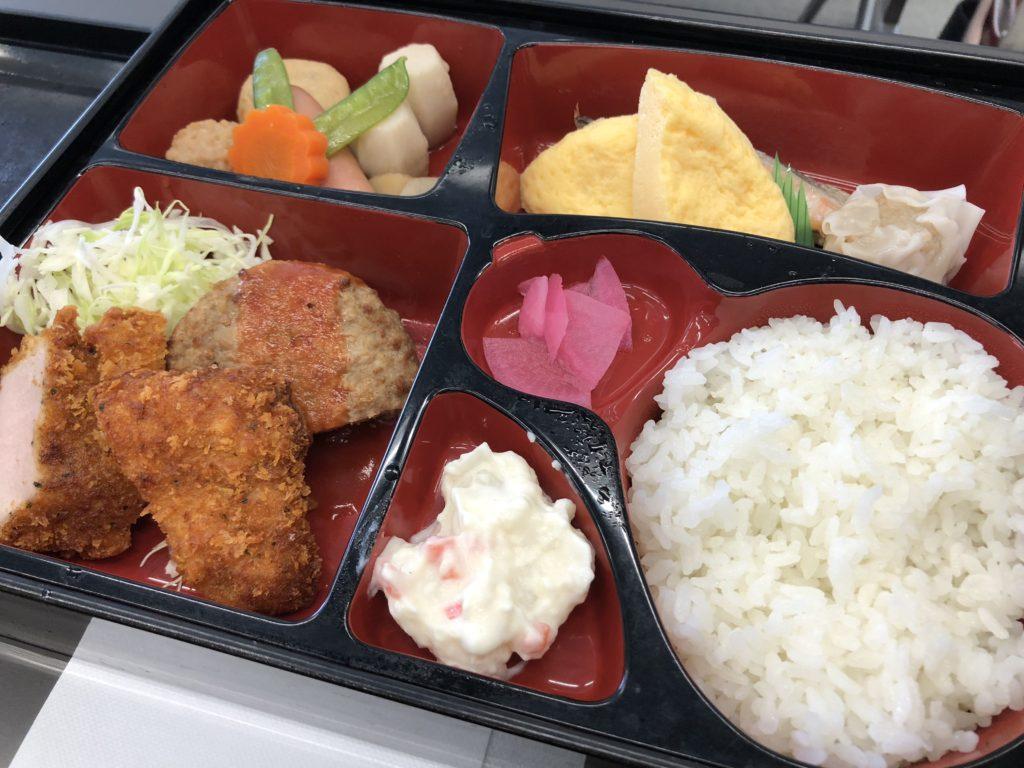 お昼はお弁当~